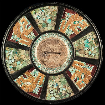 Disco de mosaico. Madera, turquesa y pirita. Maya. Foto Metropolitan Museum of Art copia